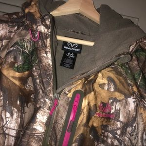Realtree 2XL hooded jacket pink accent like new